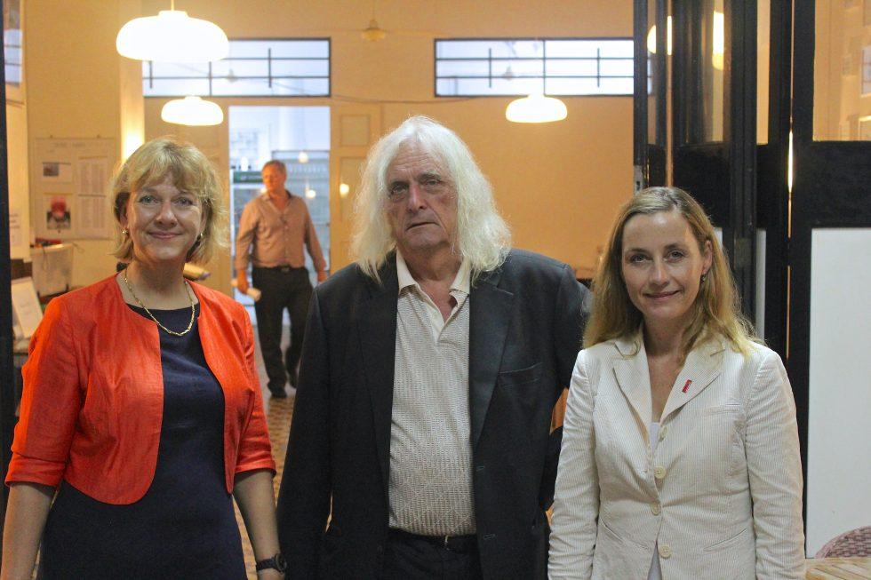 Anne Marie Dalgaard (left), Jan Lund from DABS (center) and ambassador Dorte Bech Vizard (right) at the Danish Seamen's church